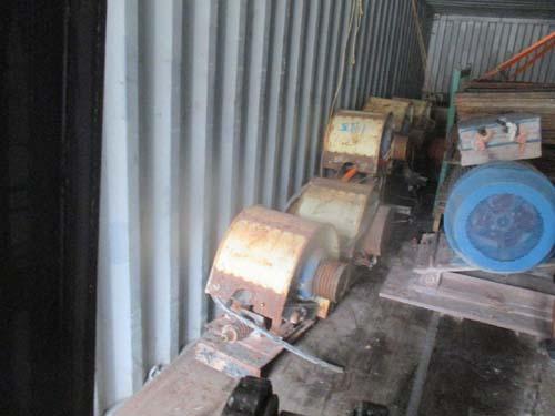二手电动机装柜运往码头
