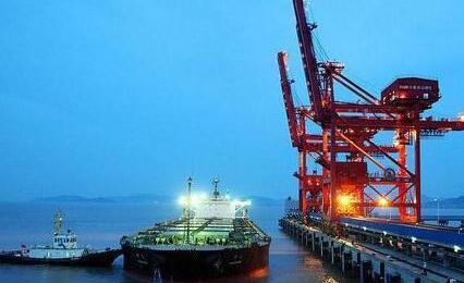进出口贸易货轮码头装卸