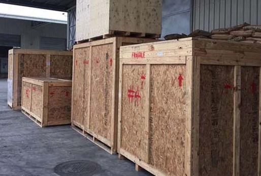 进口机械木质包装码头待运