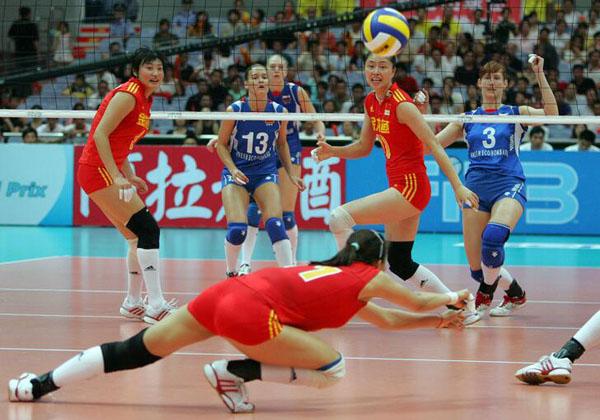 中国女排赛场拼博接球