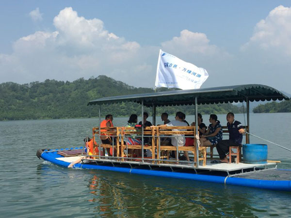 万绿湖上泛船乐趣