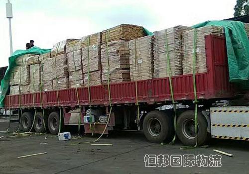 进口木材监管区内查验装卸