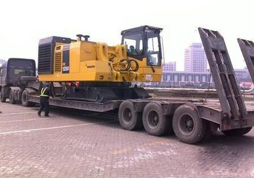 进口挖掘机清关后安排配送